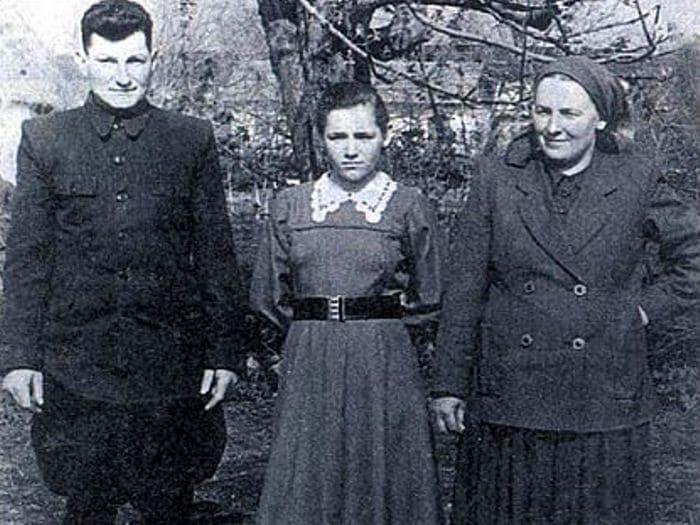 Будущая звезда эстрады с родителями | Фото: sobesednik.ru