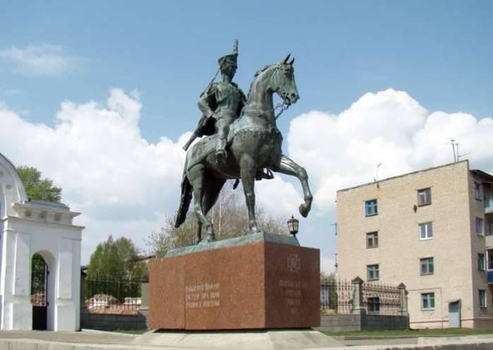 Памятник Н. Дуровой в Елабуге | Фото: topwar.ru