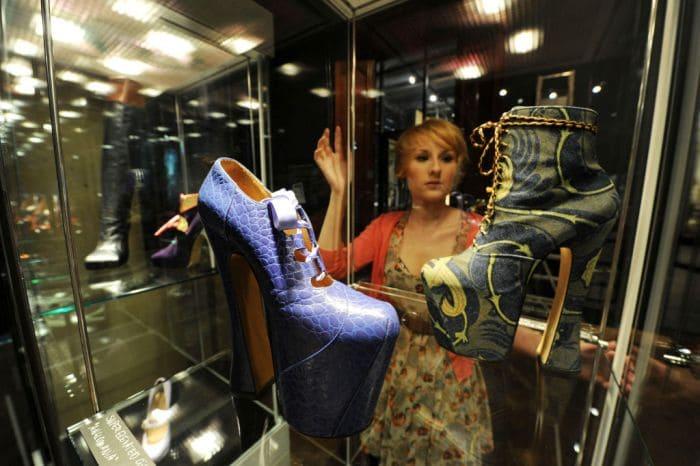 Те самые туфли, ставшие экспонатом в музее   Фото: harpersbazaar.com.ua