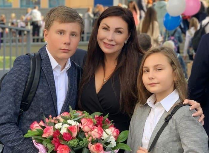 Актриса с детьми   Фото: starhit.ru