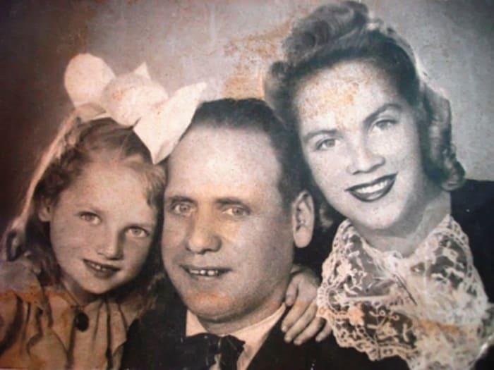 Наташа Кустинская с родителями | Фото: mk.ru