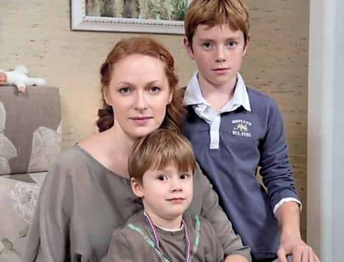 Актриса с сыновьями | Фото: kino-teatr.ru