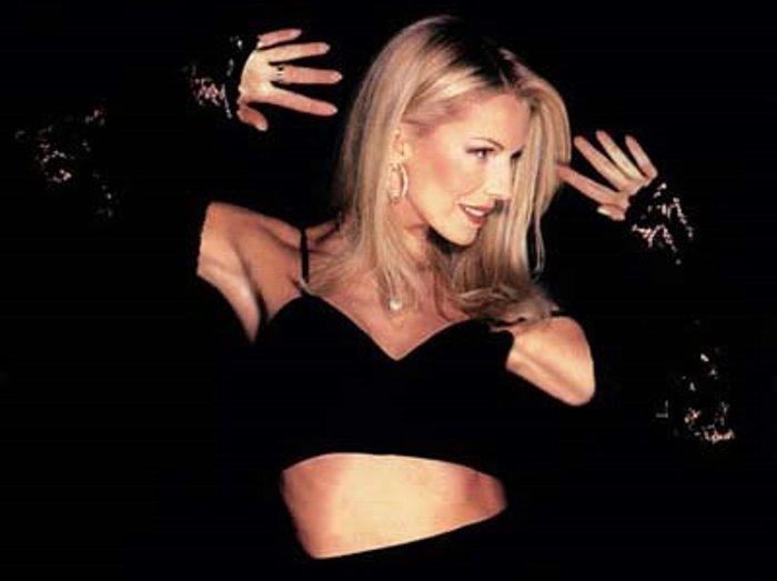 Одна из самых красивых и сексуальных певиц 1990-х гг. | Фото: muslib.ru