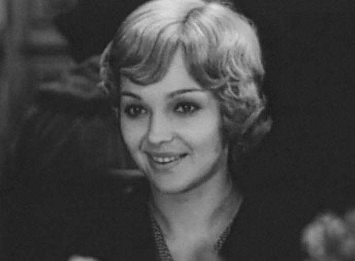 Наталья Гвоздикова в фильме *Рожденная революцией*, 1974-1976 | Фото: kino-teatr.ru