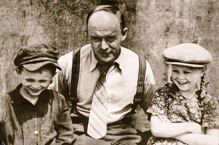 Владимир Немоляев с сыном Николаем и дочерью Светланой | Фото: kino-teatr.ru