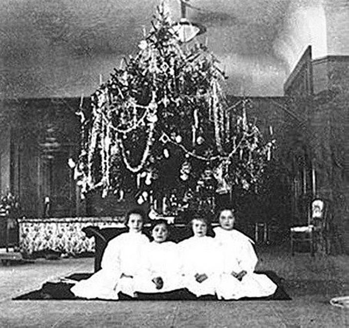 Рождественская елка в Александровском дворце Царского Села, 1908