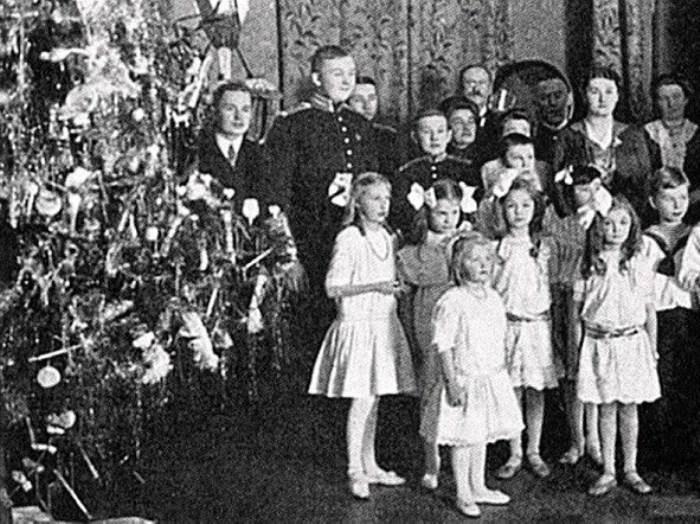Елка в доме промышленника Ф. Безобразова, 1913