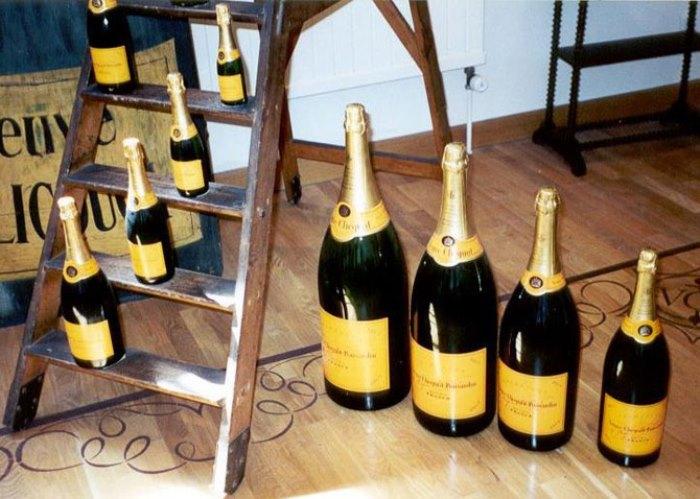 Шампанское - традиционный напиток Нового года