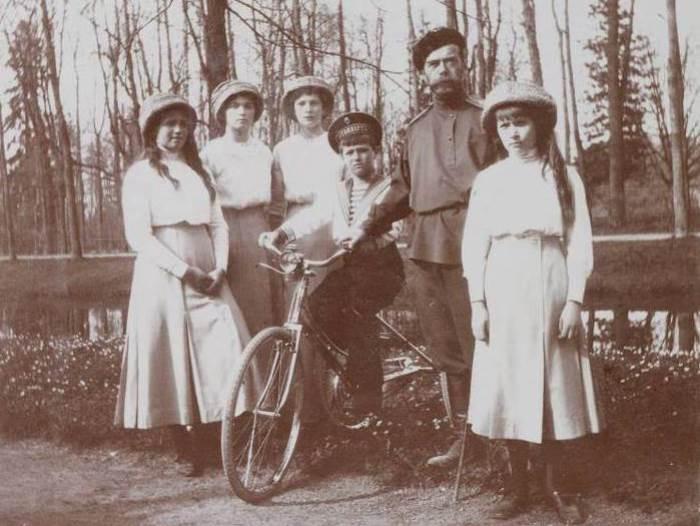 Император Николай II и дети | Фото: liveinternet.ru
