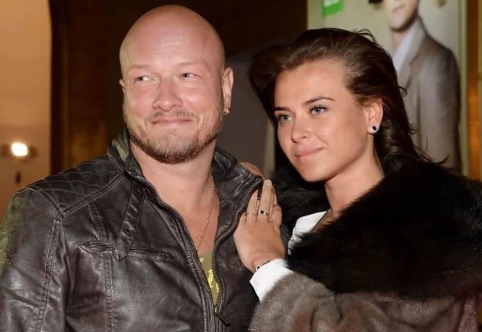 Актер с третьей женой, Ксенией Соколовой | Фото: pic-words.com
