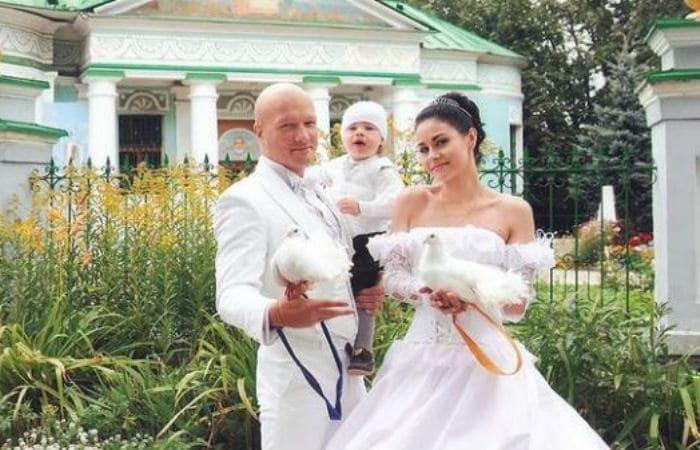 Актер со второй женой и сыном | Фото: uznayvse.ru