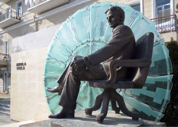 Памятник Николе Тесле в Баку, Азербайджан | Фото: mytravelbook.org