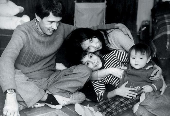 Наталья Аринбасарова со вторым мужем, Николаем Двигубским, и детьми | Фото: fb.ru