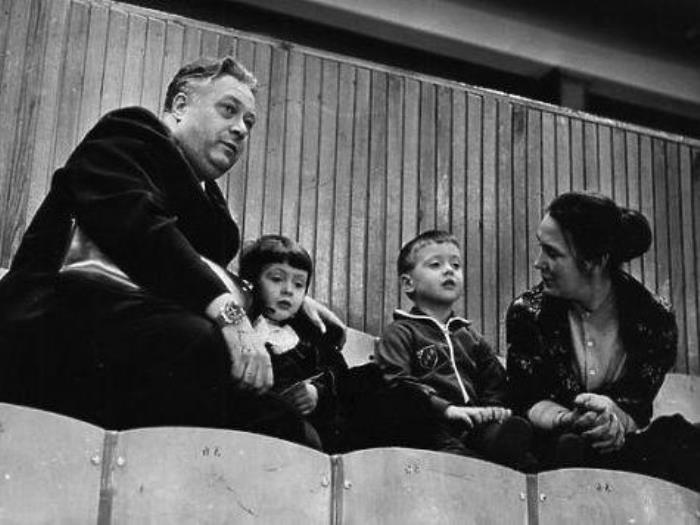 Николай Озеров с семьей | Фото: fb.ru