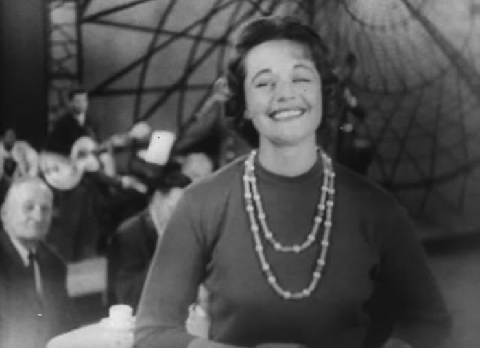 Нина Дорда в *Голубом огоньке-1962* | Фото: kino-teatr.ru
