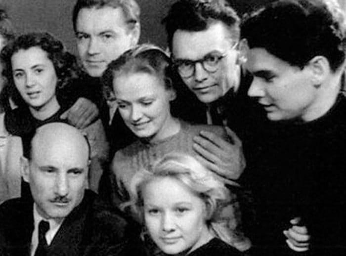 Сергей Герасимов (слева внизу) и его студенты Нина Гребешкова и Леонид Гайдай (в центре) | Фото: uznayvse.ru