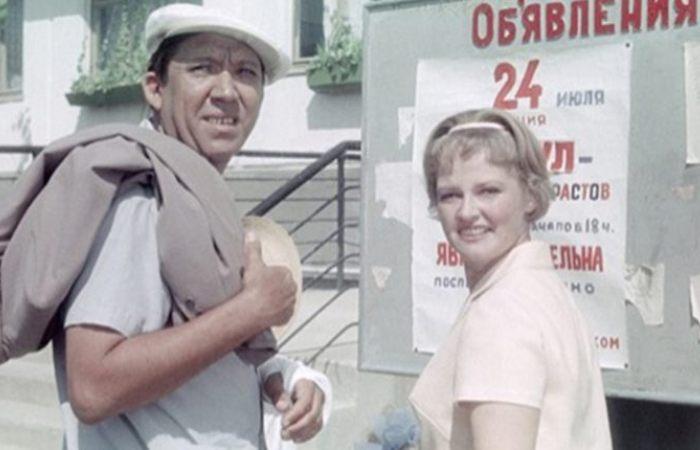 Юрий Никулин и Нина Гребешкова в фильме *Бриллиантовая рука*, 1968 | Фото: uznayvse.ru