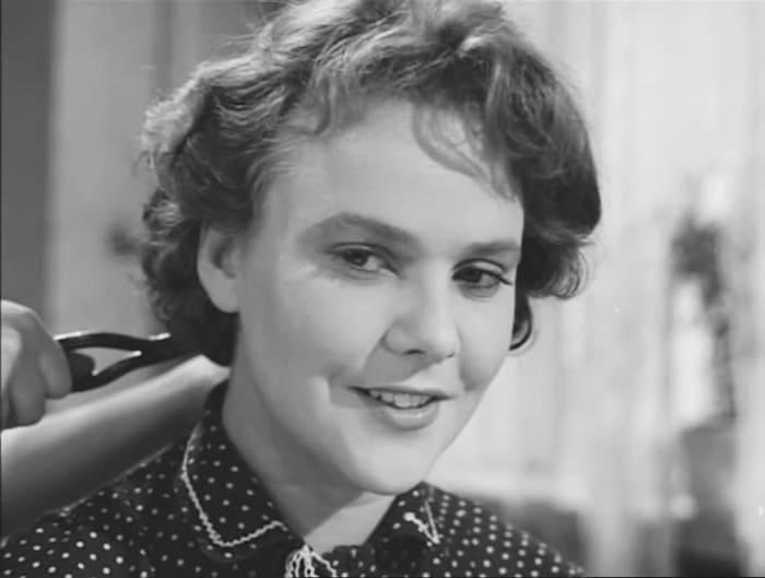 Кадр из фильма *Любовью надо дорожить*, 1959 | Фото: kino-teatr.ru