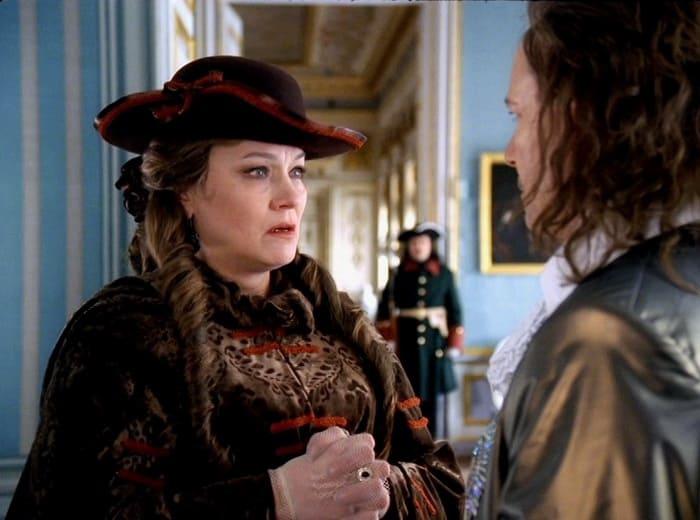 Нина Русланова в сериале *Тайны дворцовых переворотов*, 2000 | Фото: kino-teatr.ru