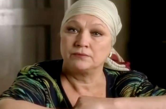 Нина Русланова в сериале *Заколдованный участок*, 2006 | Фото: kino-teatr.ru