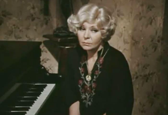 Нина Ургант в фильме *Солнечный ветер*, 1982 | Фото: kino-teatr.ru