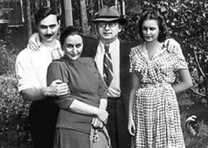 Берия с женой, сыном Серго и невесткой Марфой | Фото: anews.com