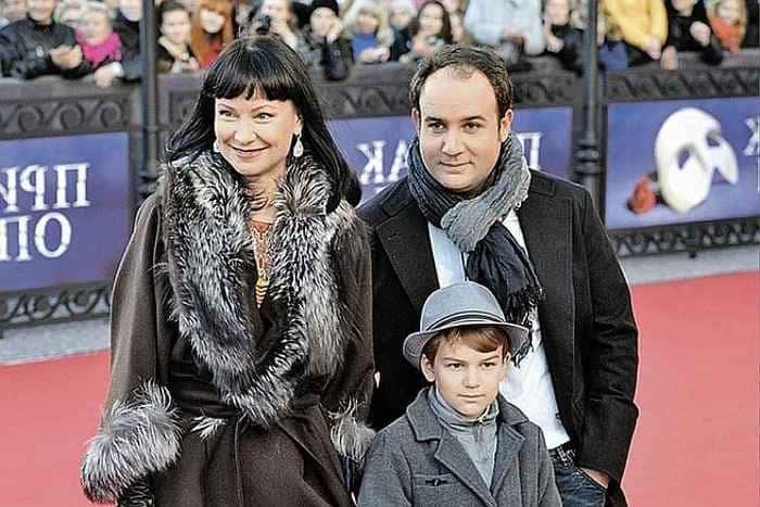 Актриса с мужем и сыном | Фото: visaforus.ru