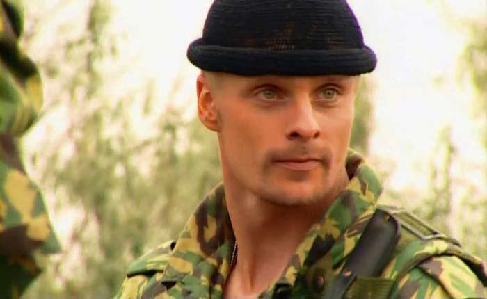 Александр Носик в сериале *Спецназ*, 2002 | Фото: kino-teatr.ru