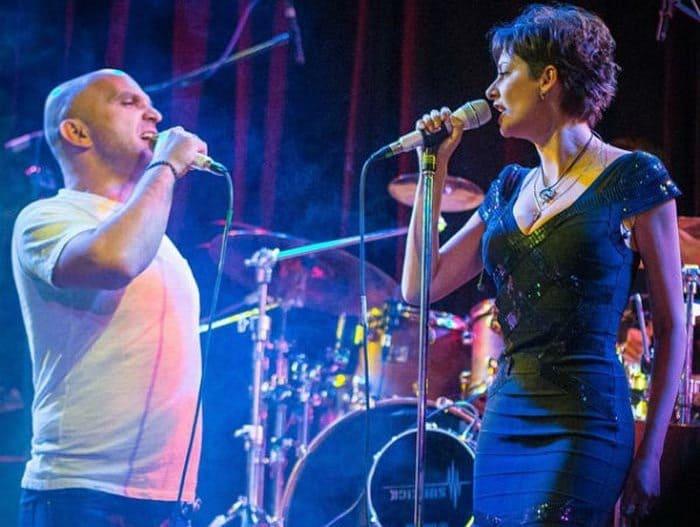 Артисты на сцене | Фото: stuki-druki.com