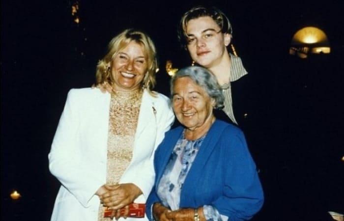 Леонардо ди Каприо с мамой и бабушкой | Фото: videoboom.cc