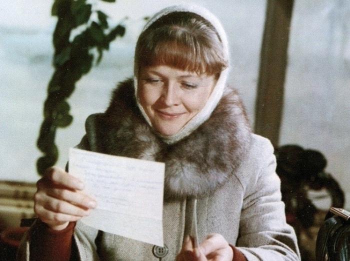 Наталья Гундарева в фильме *Одиноким предоставляется общежитие*, 1983 | Фото: teleprogramma.pro