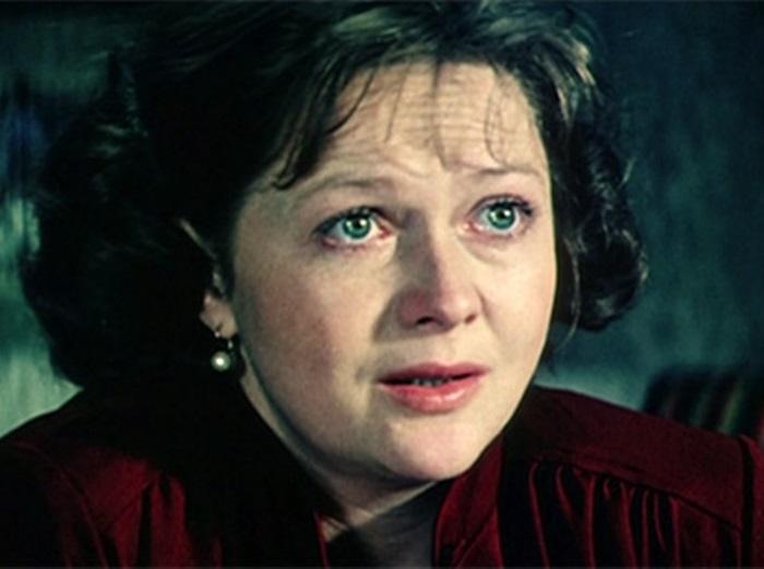Наталья Гундарева в фильме *Одиноким предоставляется общежитие*, 1983 | Фото: kino-teatr.ru