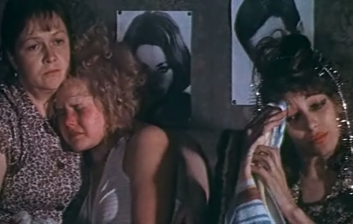 Кадр из фильма *Одиноким предоставляется общежитие*, 1983 | Фото: kinomania.ru