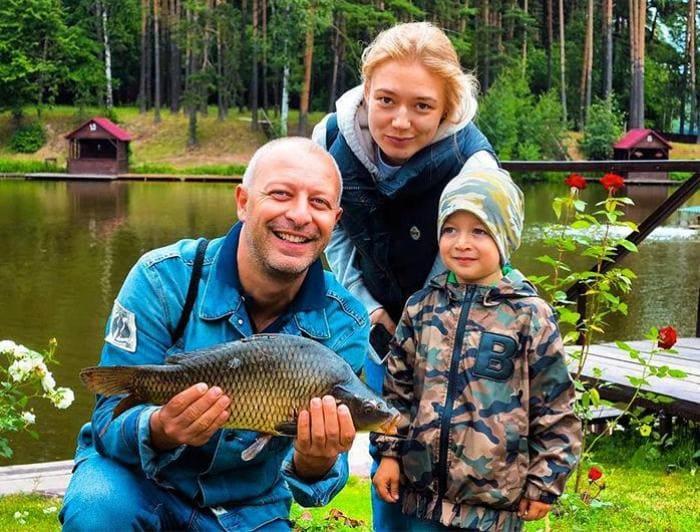 Актриса с мужем и сыном | Фото: teleprogramma.pro