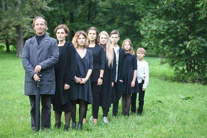 Оксана Охлобыстина с семьей | Фото: kino-teatr.ru
