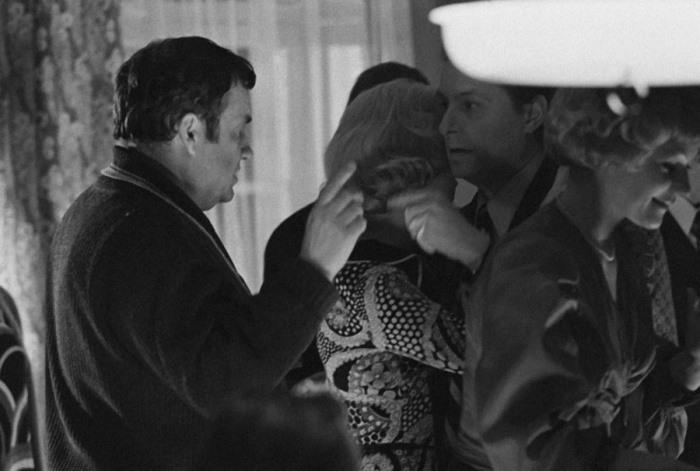 На съемках фильма *Служебный роман*, 1977 | Фото: media.tumblr.com