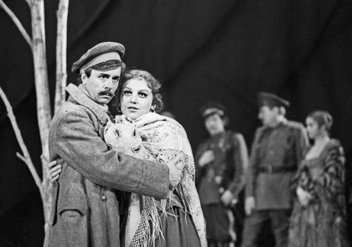 Актер на сцене театра | Фото: rusjudo.ru