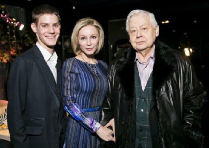 Олег Табаков с женой Мариной Зудиной и сыном Павлом | Фото: uznayvse.ru