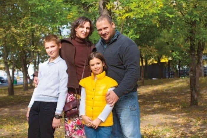 Актриса с мужем и детьми   Фото: muzh-zhena.ru