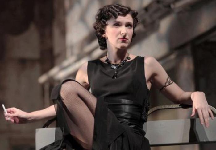 Актриса на театральной сцене   Фото: muzh-zhena.ru