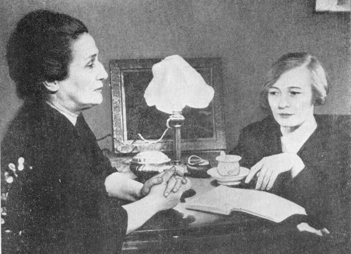 Опальные поэтессы: Анна Ахматова и Ольга Берггольц, 1947 | Фото: liveinternet.ru