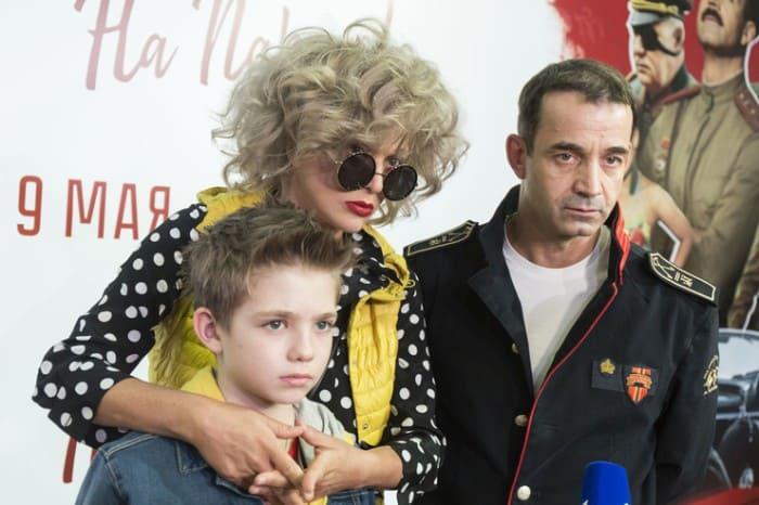 Супруги-актеры с сыном   Фото: starhit.ru