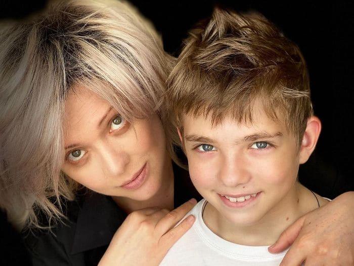 Актриса с сыном Елисеем   Фото: kino-teatr.ru