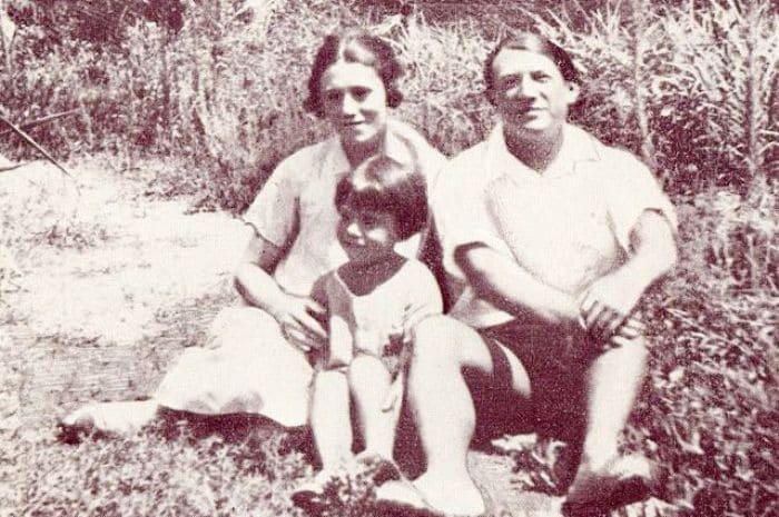 Супруги Пикассо с сыном, 1924 | Фото: timeout.ru