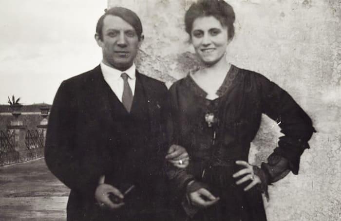 Пабло Пикассо и Ольга Хохлова в Риме, 1917 | Фото: artchive.ru