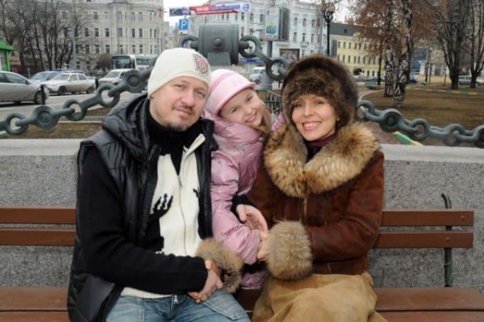 Ольга Кормухина с мужем и дочерью | Фото: 24smi.org