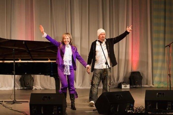 Ольга Кормухина и Алексей Белов на благотворительном концерте в Псковской областной филармонии | Фото: pravmir.ru