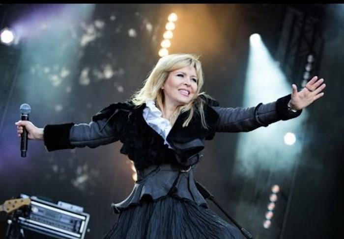 После долгого перерыва певица снова вернулась на сцену | Фото: i.ytimg.com