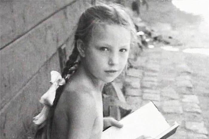 Ольга Остроумова в детстве | Фото: 24smi.org