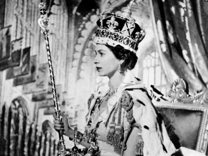 Елизавета II во время коронации, 2 июня 1953 | Фото: krymr.com